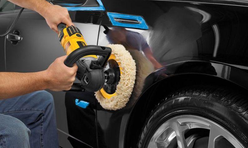 Memoles Mobil Menggunakan Mesin Pemoles