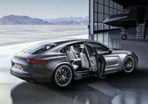 Porsche Panamera Turbo Executive - Merk Mobil Mewah