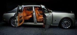 Rolls-Royce Phantom - Merk Mobil Mewah