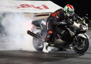 pemanasan roda belakang motor drag racing