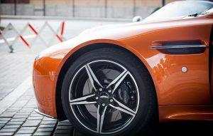 Bahaya Kelebihan Kekurangan Tekanan Angin Ban Mobil