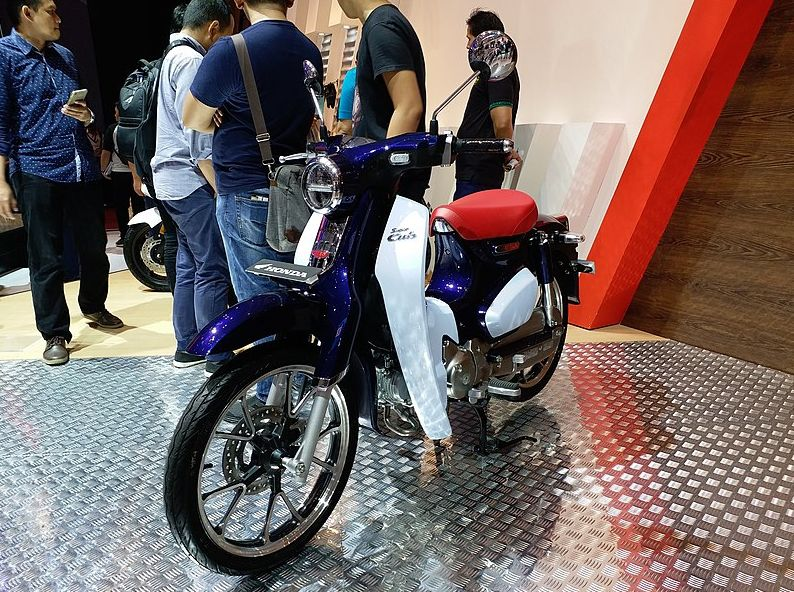 Honda Super Cub C125 pada pameran Gaikindo Indonesia International Auto Show 2018