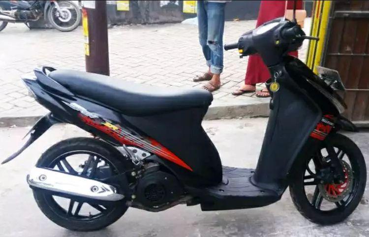 motor harga murah seken Suzuki Spin 2010