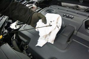 Ini Kesalahan Fatal Saat Anda Ganti Oli Mesin Mobil Motor