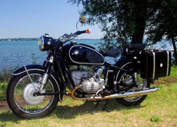 Sepeda motor kuno BMW 1967 R60 2