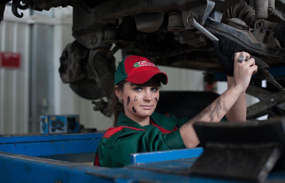 Biaya Service Mobil Di Dealer Resmi