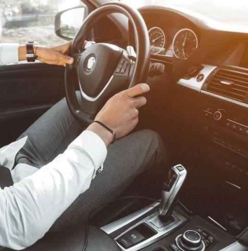 Cara Pakai Rem Tangan Mobil yang Benar