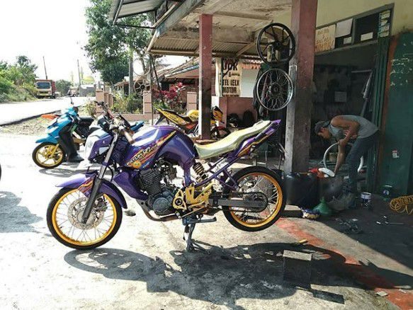 modifikasi byson ala cafe racer