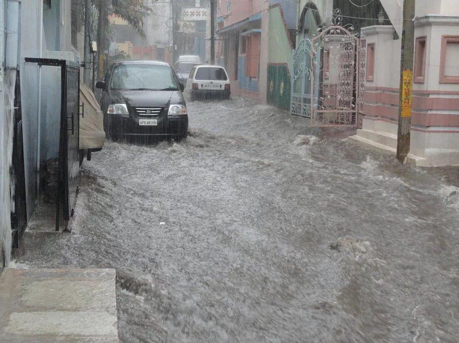 Inilah 6 Daftar Komponen Kerusakan Mobil Akibat Banjir