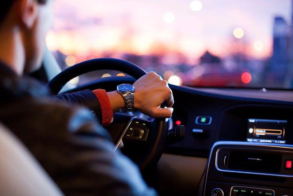 belajar mengemudi mobil