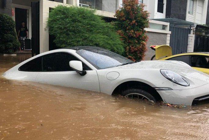 ini 9 Langkah Sederhana Menangani Sendiri Mobil Yang Terendam Banjir